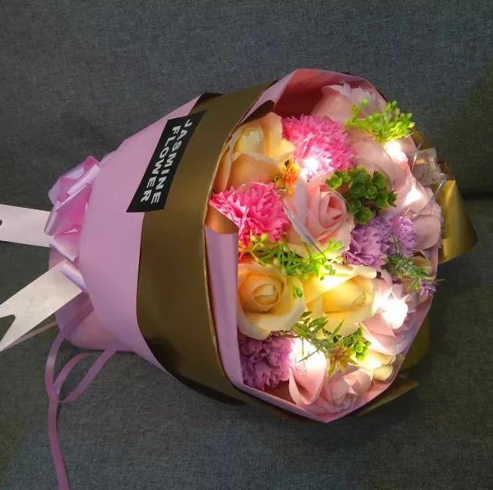 康乃馨花束(帶燈+送手提袋)