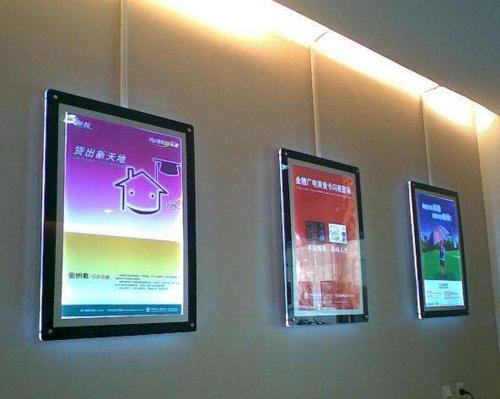 合肥某商场安装广告灯箱