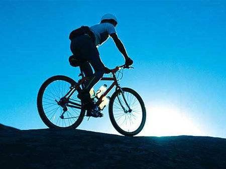 比如当前速度,骑行路程,骑行时刻;高端码表还带有海拔,气压,斜度等.图片