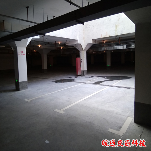 天安世纪城地下车库划线