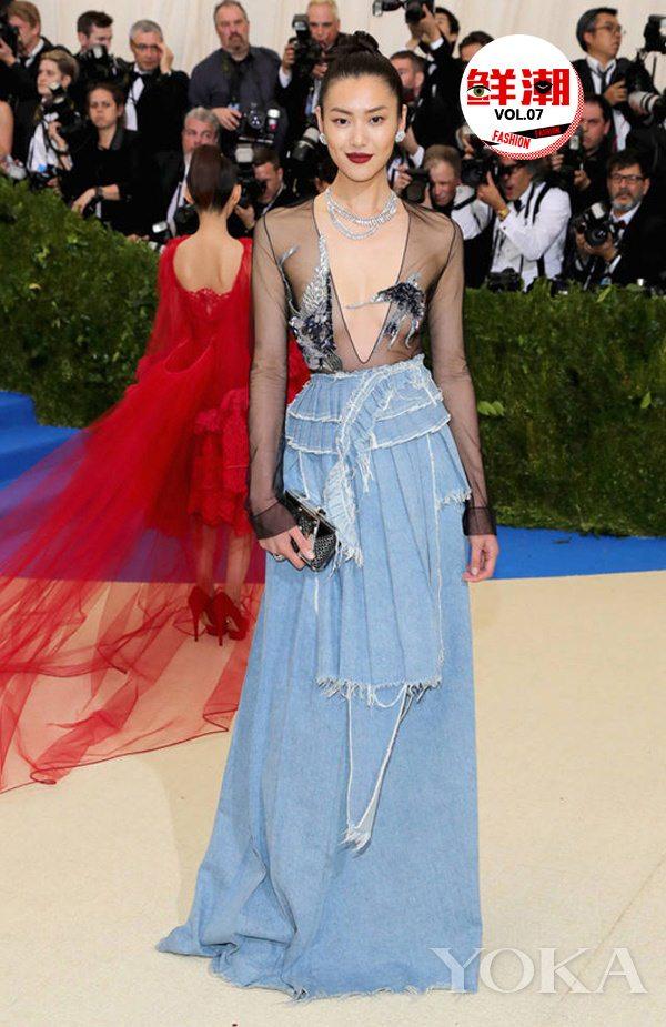 德赢vwinac米兰裙也能穿上红毯 我觉得这货要火了!