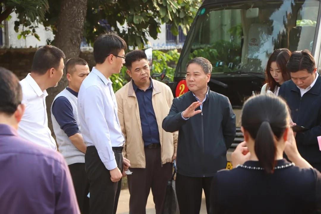 自治区政协副主席黄洲到合天宝龙食品有限公司进行调研工作
