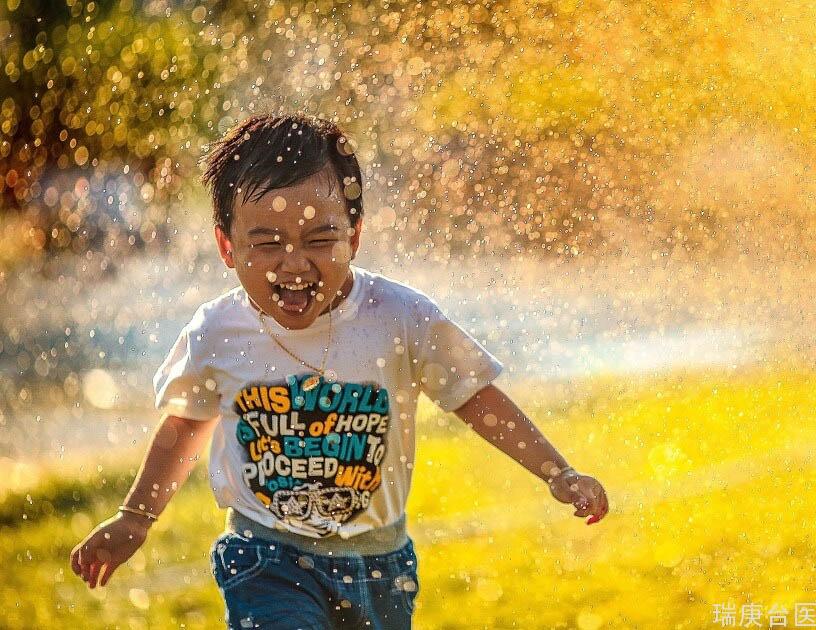 小孩子做什么運動很好?研究:增加腦力、預防失智靠童年運動